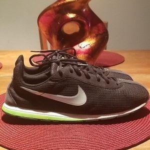Nike unisex running shoes. Size 9